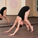 Одна из асан йоги для новичков