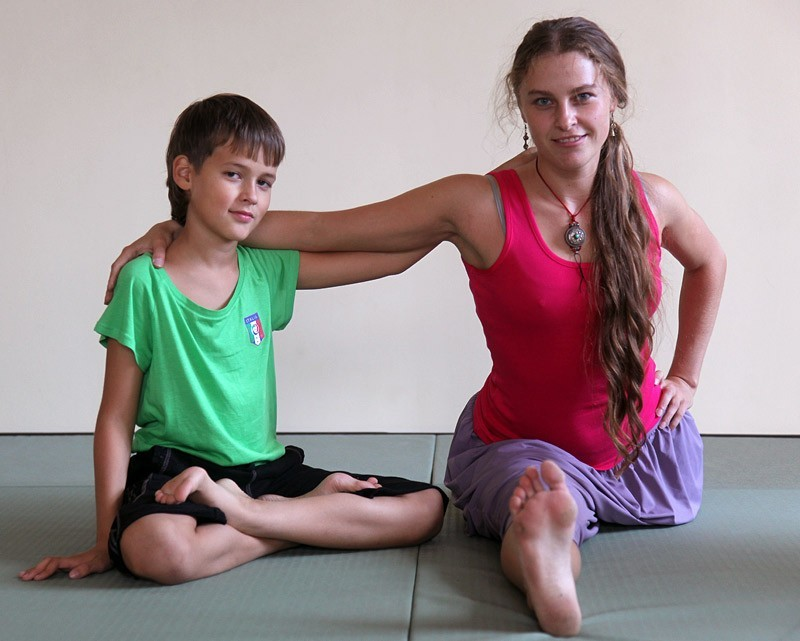 Йога на пару с мамой
