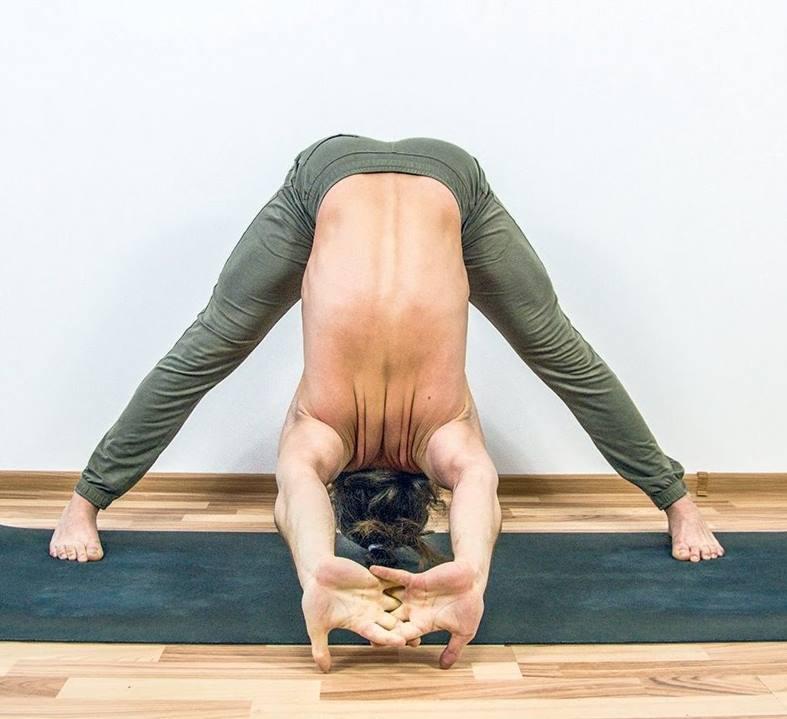 Йога з кариною харчинською