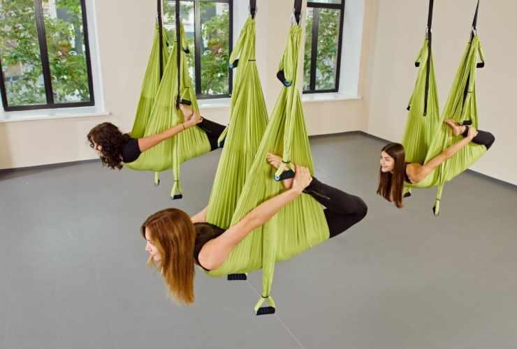 Тренировка антигравитациооной йоги