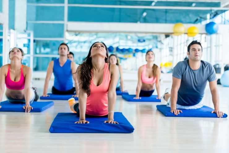 Групповые занятия фитнес-йогой