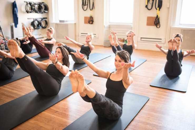 Занятия по фитнес-йоге