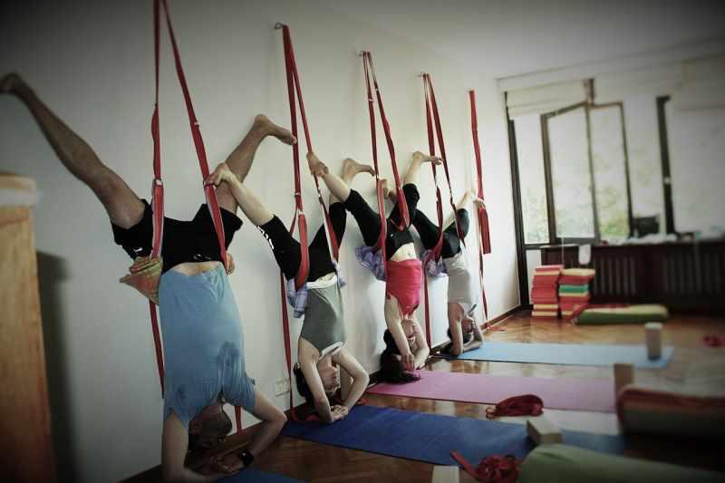 Перевернутые позы в йоге Айенгара