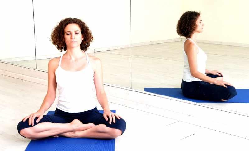 Сиддхасана дает жизнерадостность и активность