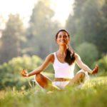 Йога утром на природе