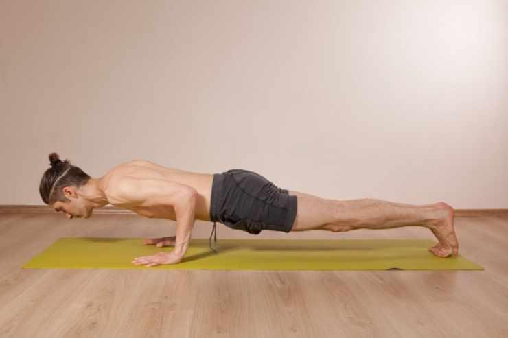 Планка в йоге