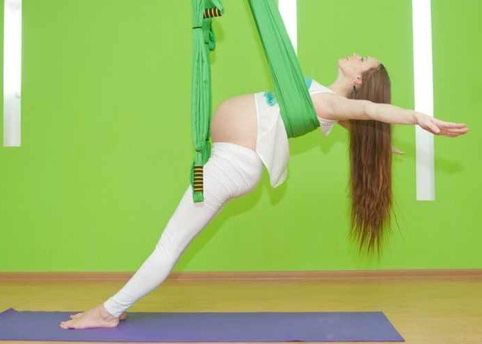 Йога в гамаках для беременных