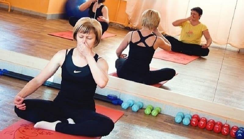 Занятия дыхательной гимнастикой в зале